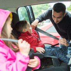 3 accesorios que protegerán tu coche en viajes con niños