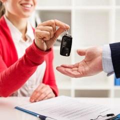 ¿Qué debes tener en cuenta al alquilar un vehículo?