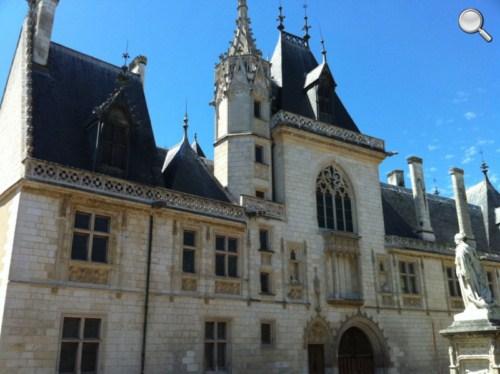 Vue extérieure du Palais Jacques Coeur - Bourges
