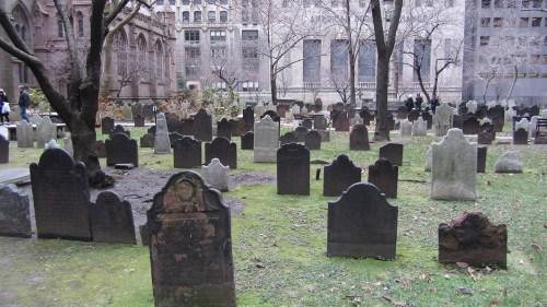 New York – cimetière près de Wall St (New York, toujours et encore ! (et une étude comparée francoamerloque))