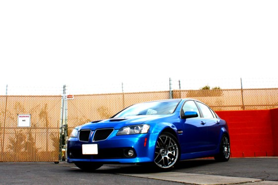 Blue Pontiac G8 VMR V710 Wheels Front Side