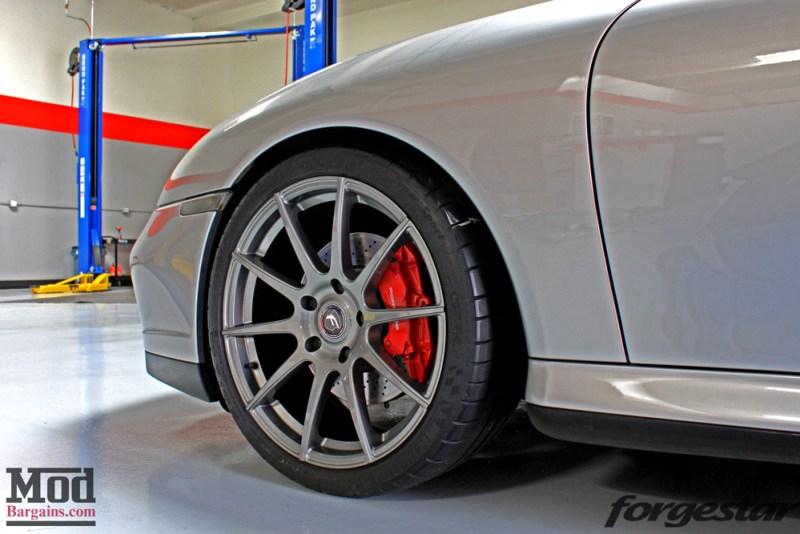 porsche-996-carrera-4s-on-gm-forgestar-cf10-img005