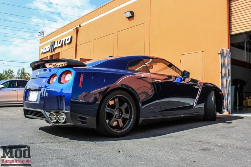 Nissan_R35_GT-R_Blue_Borla_Midsection_-2