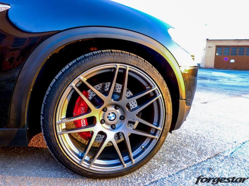BMW_E70_X5_Forgestar_F14_GM_22x105et34_22x12et34_pirelli_KW_V3_img003