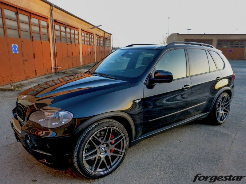 BMW_E70_X5_Forgestar_F14_GM_22x105et34_22x12et34_pirelli_KW_V3_img008
