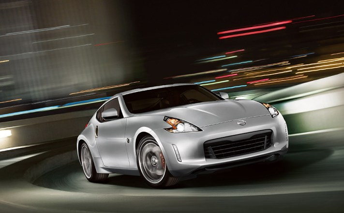 2016-nissan-370Z-coupe-sport-brilliant-silver-highway-night-driving
