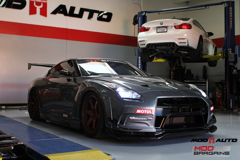 Nissan_R35_GT-R_Motul_widebody_JPL_Shirt_Guy (3)
