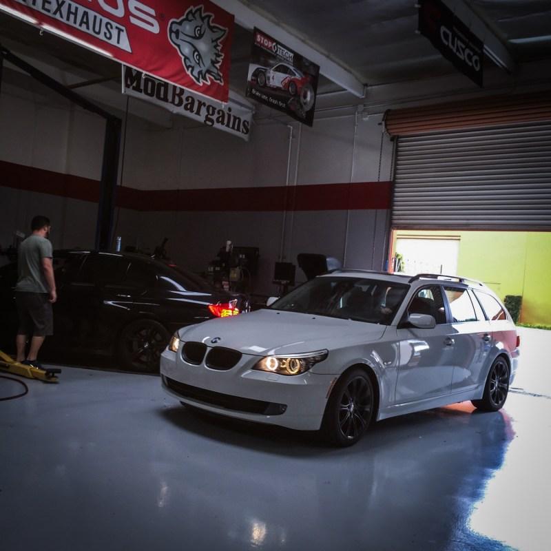 BMW_E61_535Xi_White_Stockish (2)