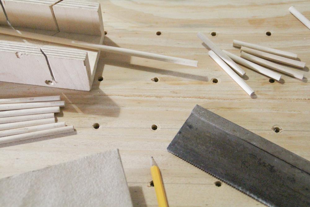 schmuck oder garnrollenhalter aus sperrholz diy n hmarie. Black Bedroom Furniture Sets. Home Design Ideas