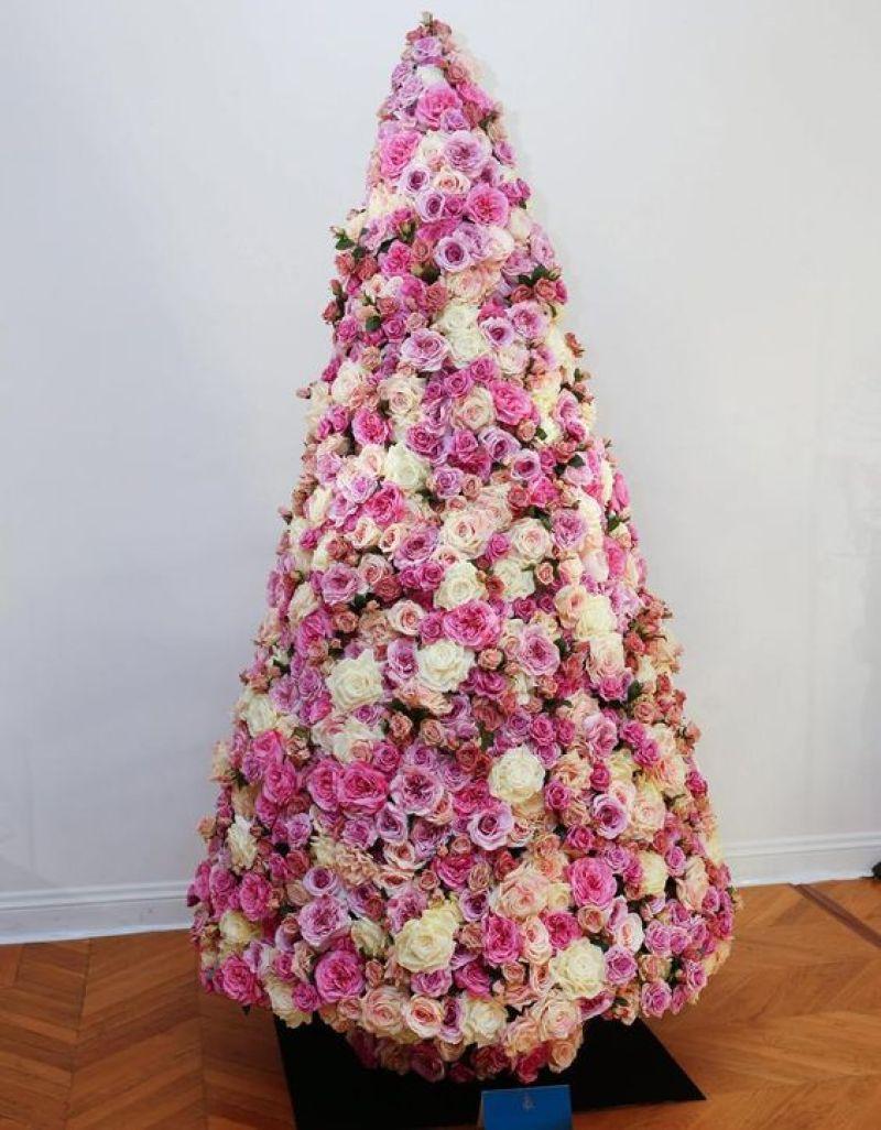 decoration de sapin en fleurs