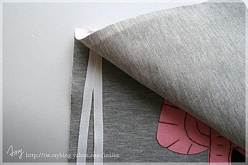3.將綁繩對折夾在兩塊純棉布的中間,一起縫合,留返口15cm。綁繩可多綁幾條比較不會被扯掉。