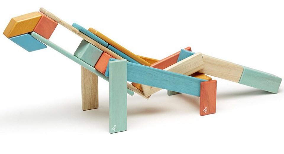 tegu-sunset-magnetic-wooden-block-05_7857dbb8-e786-4671-9744-b699b4d34539