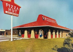 Popular Story Pizza Red Roof Hut Life Official Pizza Worlds Biggest Pizza Challenge World S Largest Delivery Pizza Pizza Red Roof Hut Life Official Pizza Hut Blog Story
