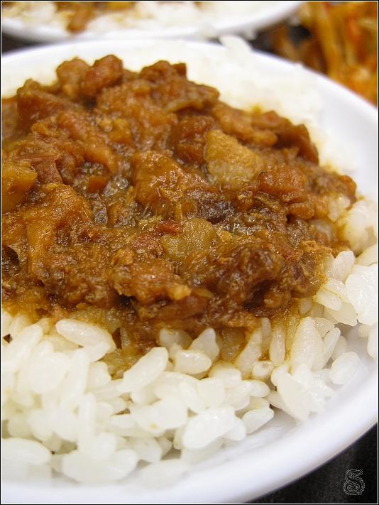 這是瘦肉飯,可是對我來說這種應該叫做肉燥飯阿...XD 瘦肉飯很香,一上桌就想開始扒飯