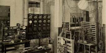 14761620616_93974c940f_technology-history