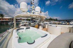 rental-Motor-boat-ISA-120feet-Miami-FL_MUAlaQy