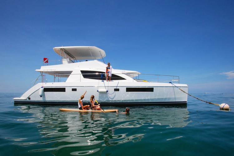 power catamaran in Miami