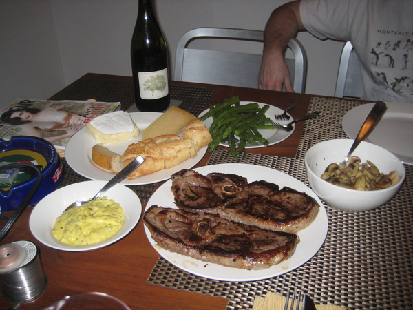 Venison steaks with béarnaise sauce, mushrooms, and asparagus