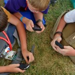 Scouts-using-cellphones-at-jamboree