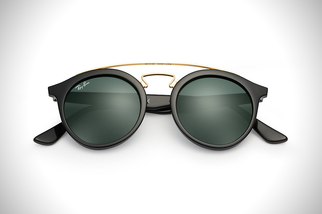 """ray ban sunglasses history After achieving new-found mega-success fresh off the release of """"Bad and Boujee"""" and their sophomore album CULTURE, Migos are ready to take their clothing brand to the next level. Throughout the collection, a predominately neutral color palette is the name of the game while the label's own spin on a prototypical."""
