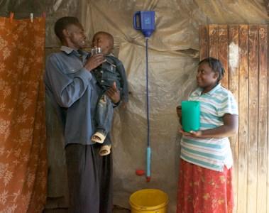 Le LifeStraw Family filtre de l'eau potable pour 5 personnes pendant 3 ans.
