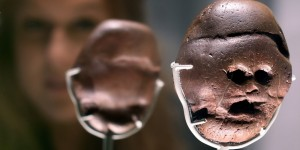 3 million year old South African pebble transcends treasures at British Museum
