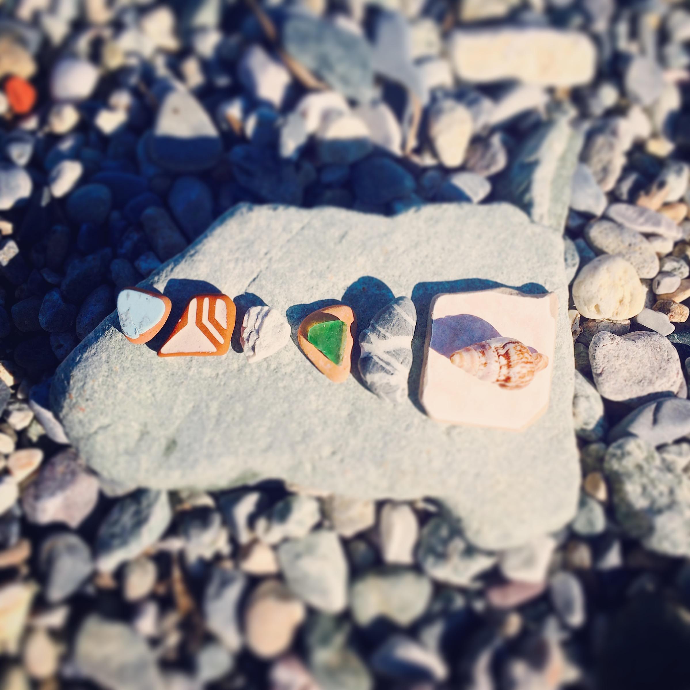 Ceramic pieces found on the shore