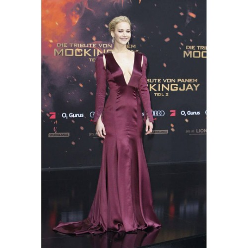 Jennifer Lawrence stuns on red carpet | The Jewellery Channel