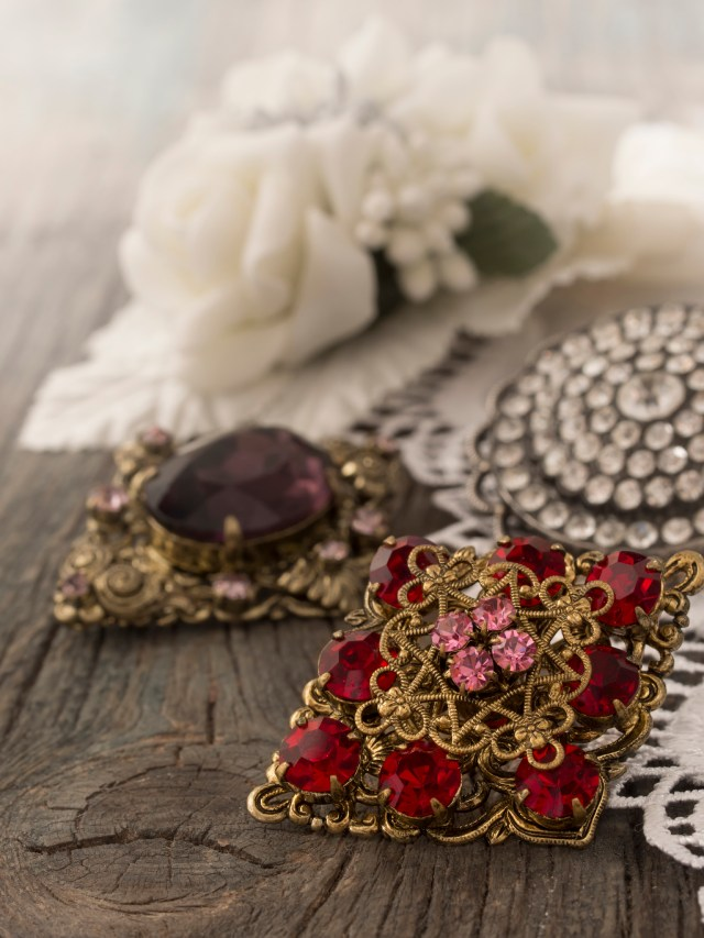 Great ways to wear brooches this season - Image: vesmil via iStock