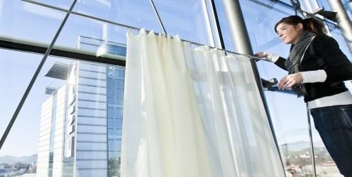 Forschende der Empa haben zusammen mit der Textildesignerin Annette Douglas und der Seidenweberei Weisbrod-Zürrer AG leichte, lichtdurchlässige Vorhangstoffe entwickelt, die Schall hervorragend absorbieren. Eine Kombination, die in der modernen Innenarchitektur […]