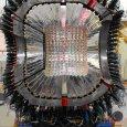 Experimente am Jülicher Teilchenbeschleuniger COSY geben Hinweise auf ein neues komplexes Teilchen, das einen neuen Bindungszustand oder vielleicht sogar ein bisher nur theoretisch vorhergesagtes, exotisches Hadron darstellen könnte. Zusätzlich liefern […]