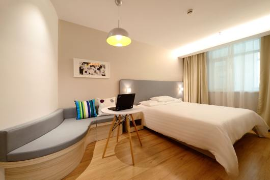 apartment-bed-bedroom-271618
