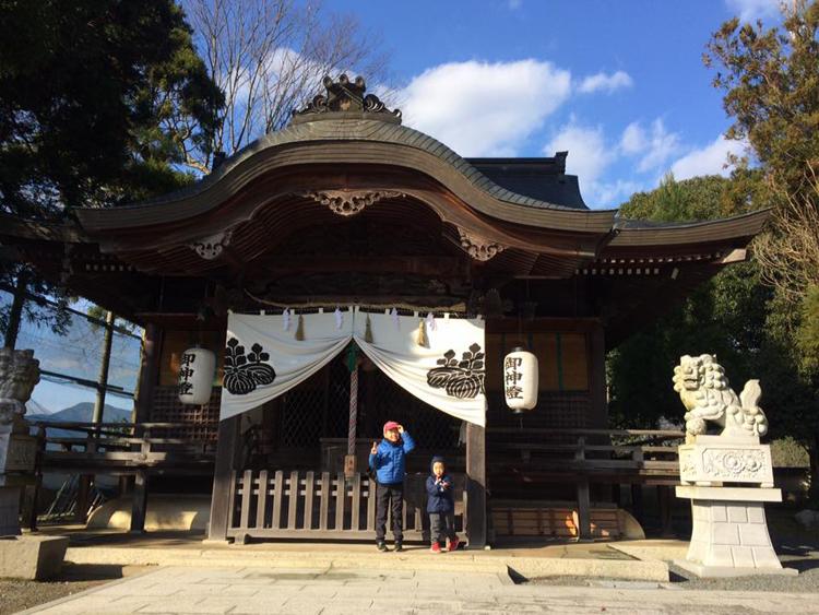 フラワーハウス近くの神社