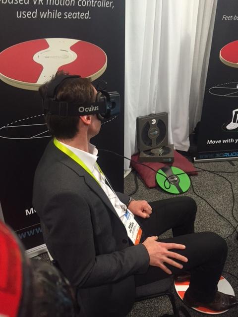 Pilotage virtuel via les pieds et les mains sont libres