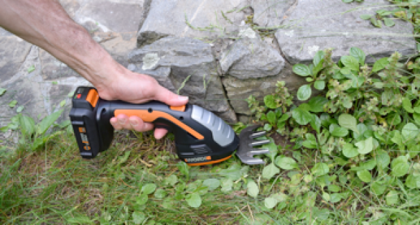 WORX Garden Shear Shrubber - Cutting grass
