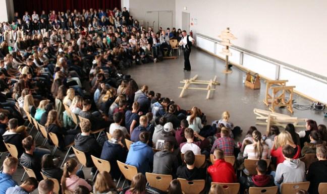 Aus 250 wurden 400 - volles Haus bei der Aufführung auf dem Hessencampus Hofgeismar!