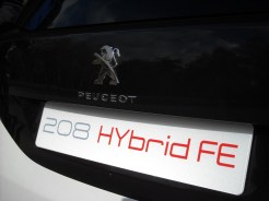 Peugeot 208 HYbrid FE (13)