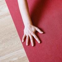 Le yoga en ligne et en français avec MyQee.