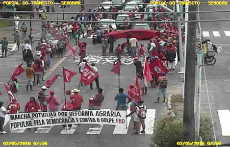 MST realiza passeata pela Salgado Filho
