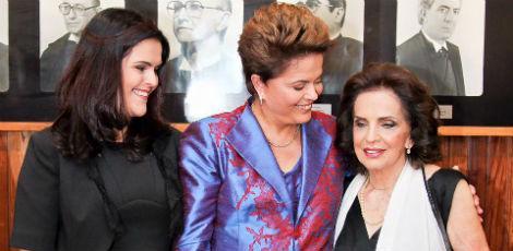 No Facebook, Dilma publicou também uma foto com a filha, Paula e com a mãe, Dilma Jane