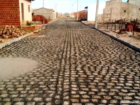 Pavimentação em diversas ruas da sede do município