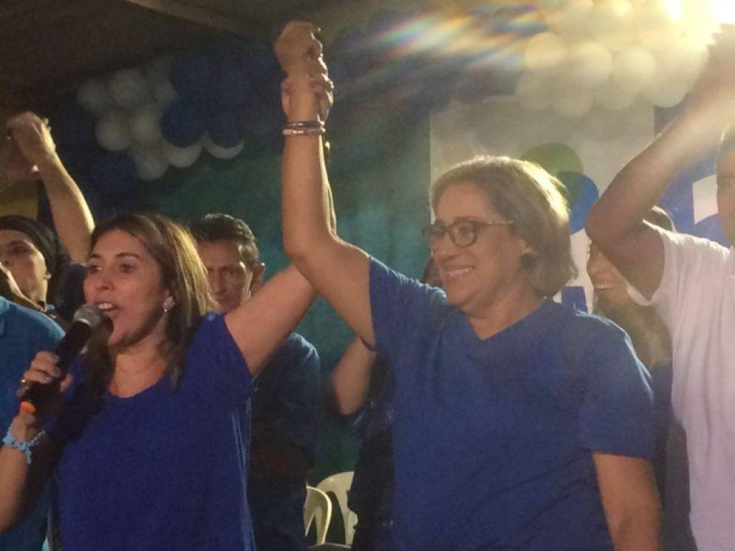 Rita de Luzier(com microne) eleita 1ª prefeita de Parazinho