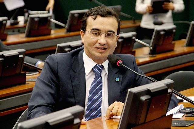 Em nota, Benjamim nega destituição da bancada e acusa RC de interferência