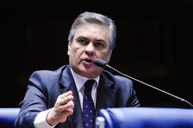 Cássio Cunha Lima é homenageado por agentes penitenciários de todo país