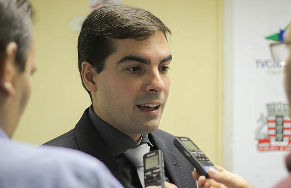 "Lucas de Brito diz que discurso do PT é demagógico: ""Dilma terceirizou a saúde no Brasil"""