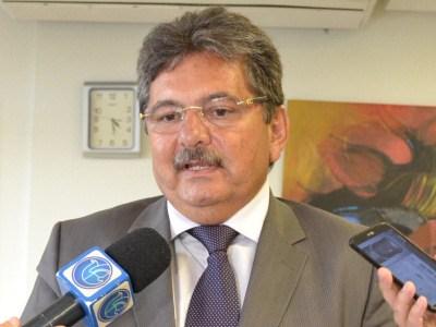 Para Adriano Galdino, projeto do PSB tornará João Azevedo conhecido no estado
