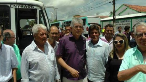 Ricardo habilita empresa de pai do presidente do TCE em consórcio de ônibus de Bayeux