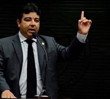 Deputado Artur Filho encerra sua licença no dia 28 de fevereiro