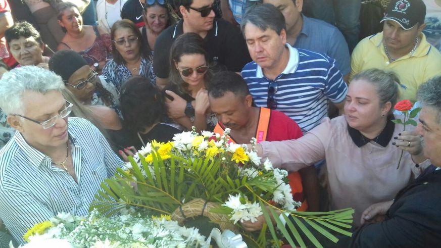 Corpo do vereador Pedro Coutinho é velado e sepultado em clima de comoção
