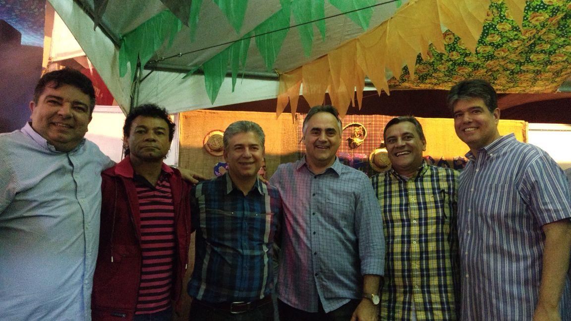 Ao lado de Ruy, Leto Viana e aliado de RC, Cartaxo participa do São Pedro de Cabedelo